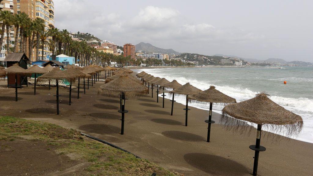 EuropaPress_2726704_vista_playa_malagueta_donde_permanece_cerrada_gobierno_espana_decreto