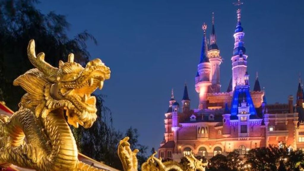 Disneyland Shangái vuelve a encenderse para los visitantes