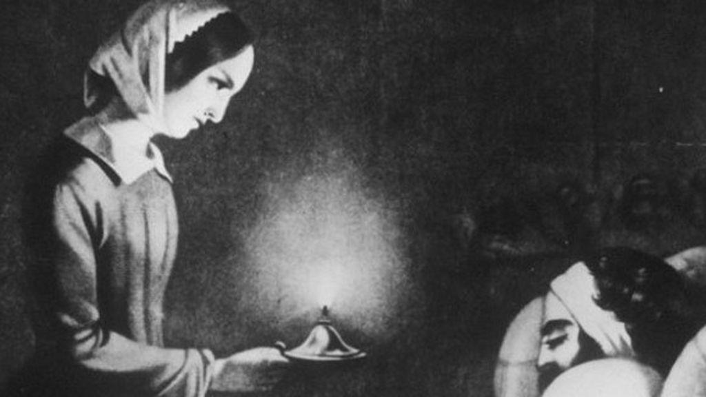 El retrato de Florence Nightingale atendiendo a los soldados