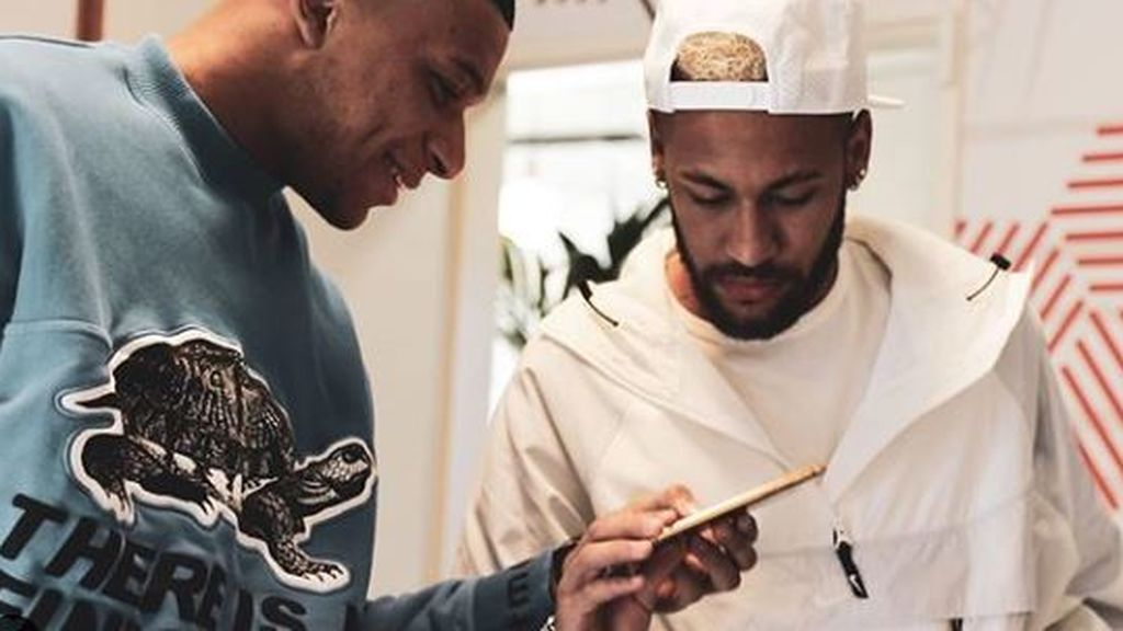 El móvil de oro, valorado en 5.000 euros, de Neymar: un regalo por ganar la Liga francesa