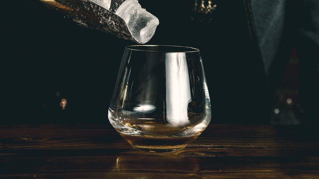 Sobre el bar y los hielos: la importancia del agua sólida en gintónics y otros combinados