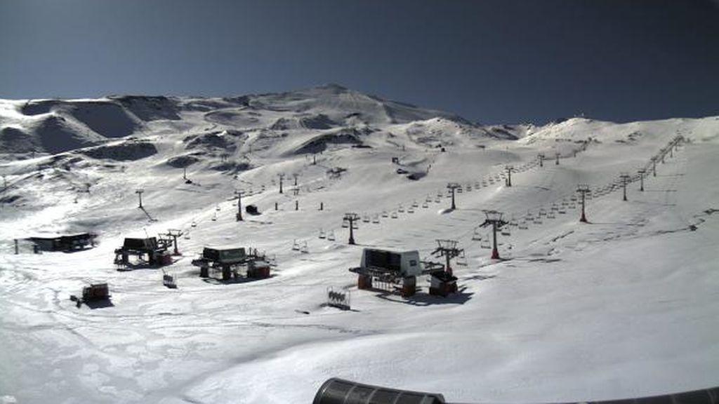 Sierra Nevada, blanca a mediados de mayo: los factores que están enfriando la primavera