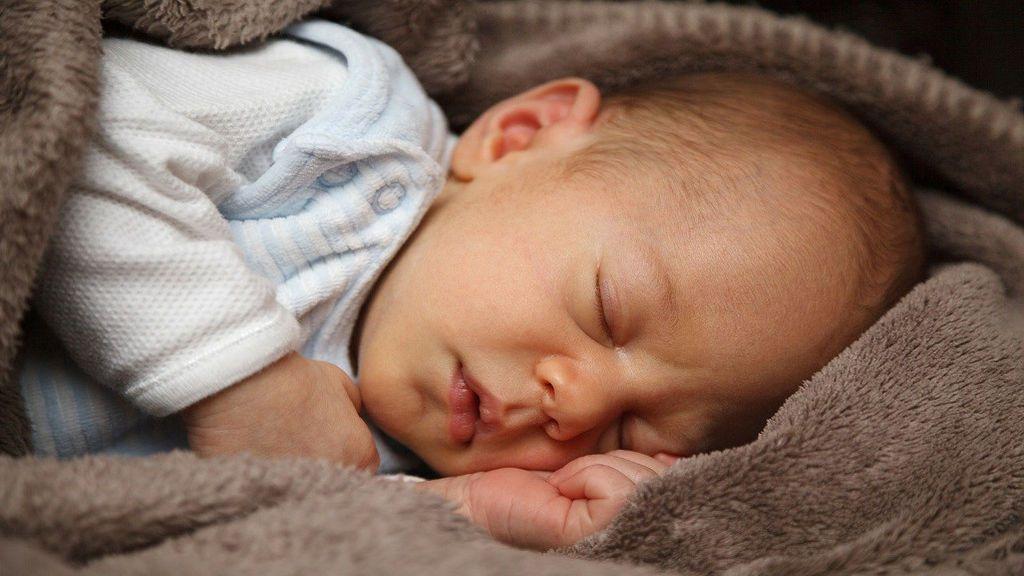 Ruido blanco: ¿es seguro utilizarlo para dormir a los bebés?