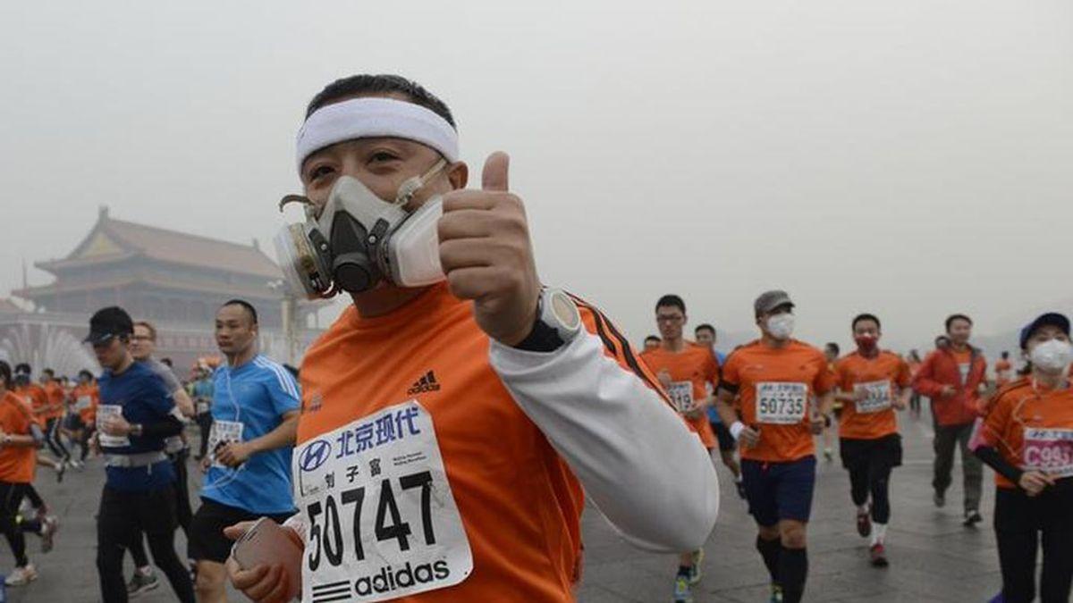 Operado de urgencia un hombre en China por una lesión en un pulmón tras salir a correr con mascarilla