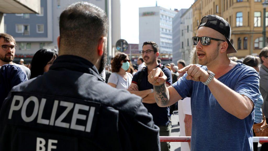 Ola de protestas en Alemania por el cierre ante el coronavirus: las teorías conspirativas disparan la tensión