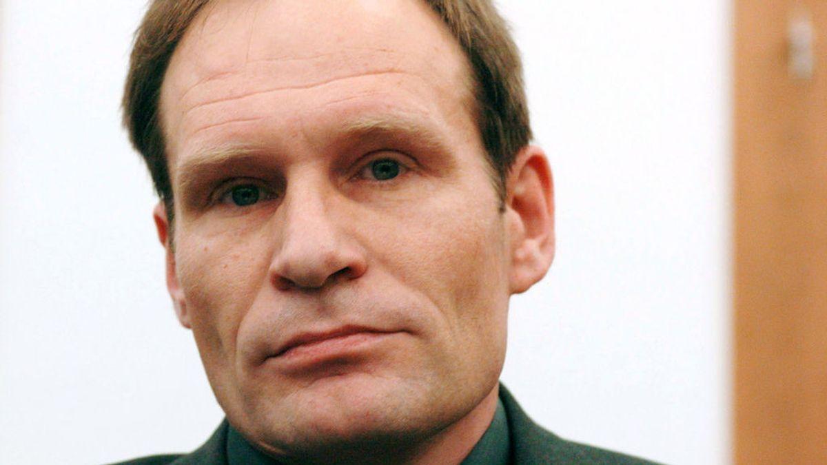"""Permiten que un """"educado"""" caníbal alemán pasee fuera de prisión"""
