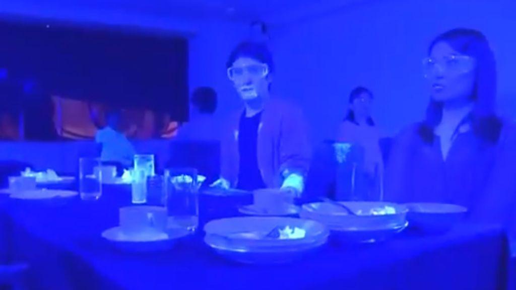 Un experimento japonés demuestra lo rápido que se transmite un virus entre un pequeño grupo de gente