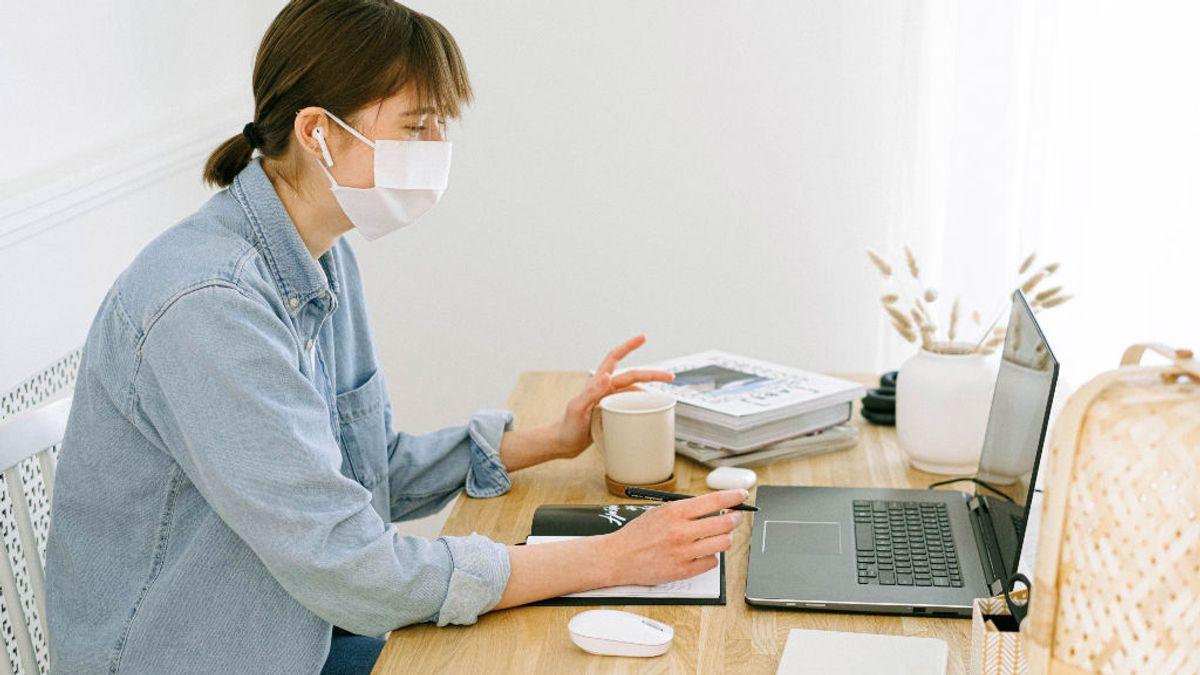 """""""Tengo dermatitis de la ansiedad"""": cinco universitarios nos cuentan cómo están viviendo los exámenes en plena pandemia"""
