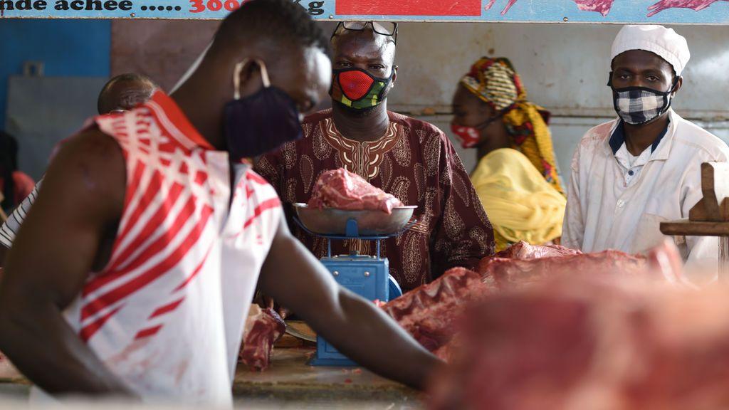 El presidente de Ghana denuncia que un solo trabajador es responsable de 500 contagios en una fábrica