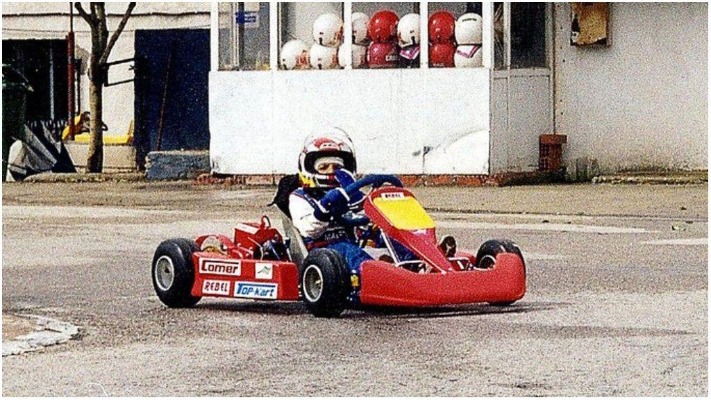 Carlos Sainz, en un kart con los colores de Ferrari.
