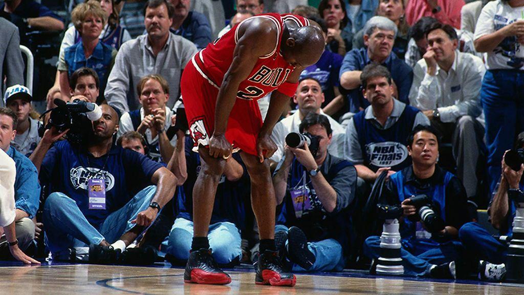 El partido que Michael Jordan ganó enfermó a Utah: gesta de 38 puntos con 38 de fiebre y el abrazo de Pippen