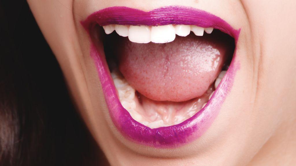 Que no te estropee el primer beso: qué es y cómo acabar con la halitosis