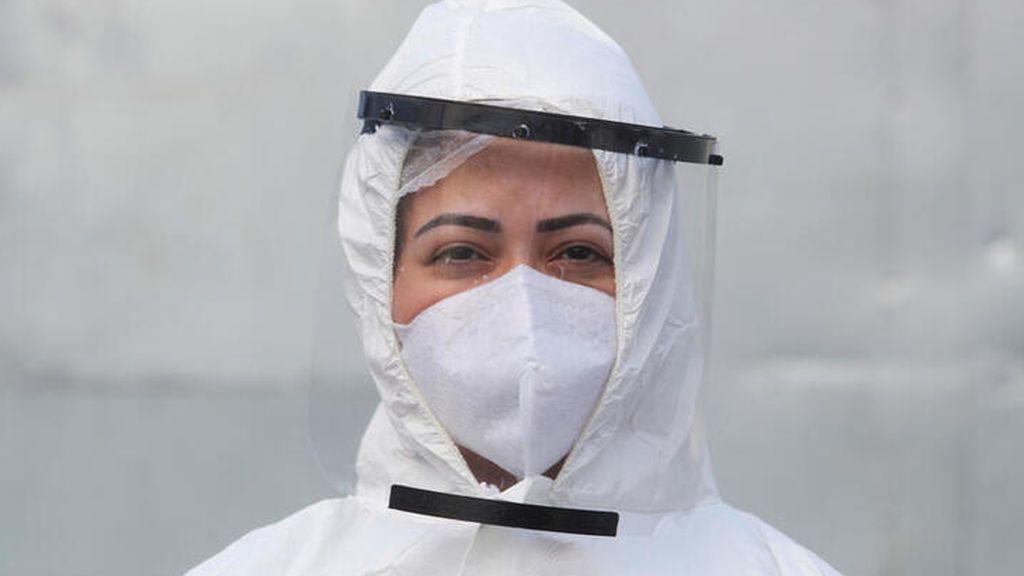 Investigadores de Harvard están creando una mascarilla que se ilumina al detectar a una persona con coronavirus