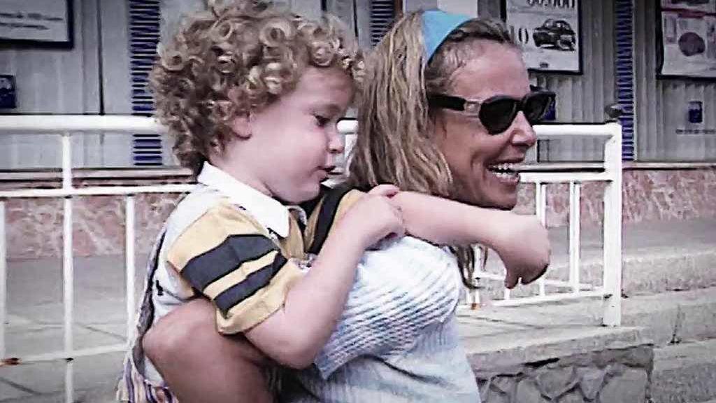 Hasta respondía por su madre a la prensa: la infancia de Álex Lequio