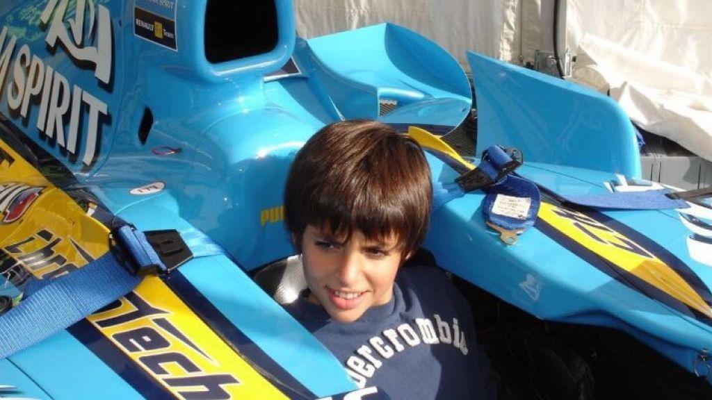 Carlos Sainz subido al Renault de Fernando Alonso