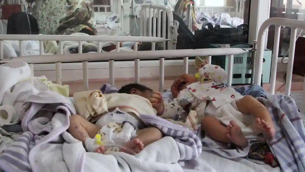 Sobrevive el bebé nacido durante el despiadado ataque contra un hospital infantil en Kabul