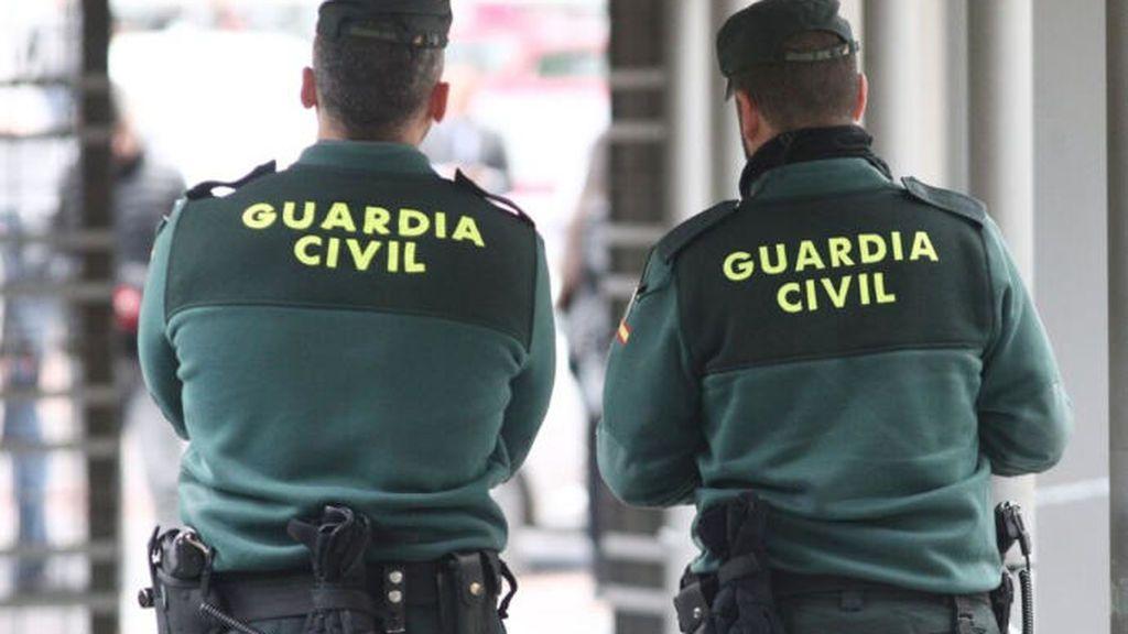 Guardias civiles y una enfermera salvan la vida a un hombre en Zaragoza