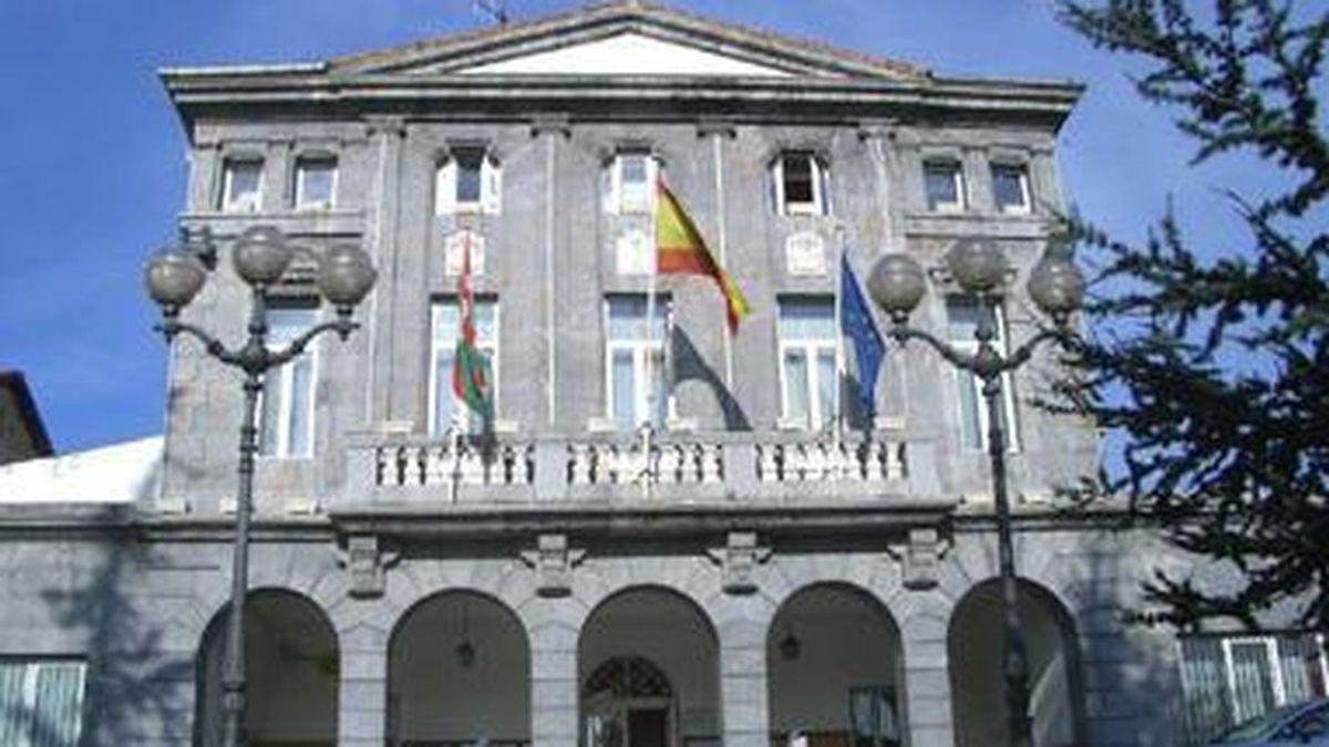 Detenido un hombre que mantenía a su ex pareja sentimental maniatada en el maletero de un coche en Trapagaran, Vizcaya.