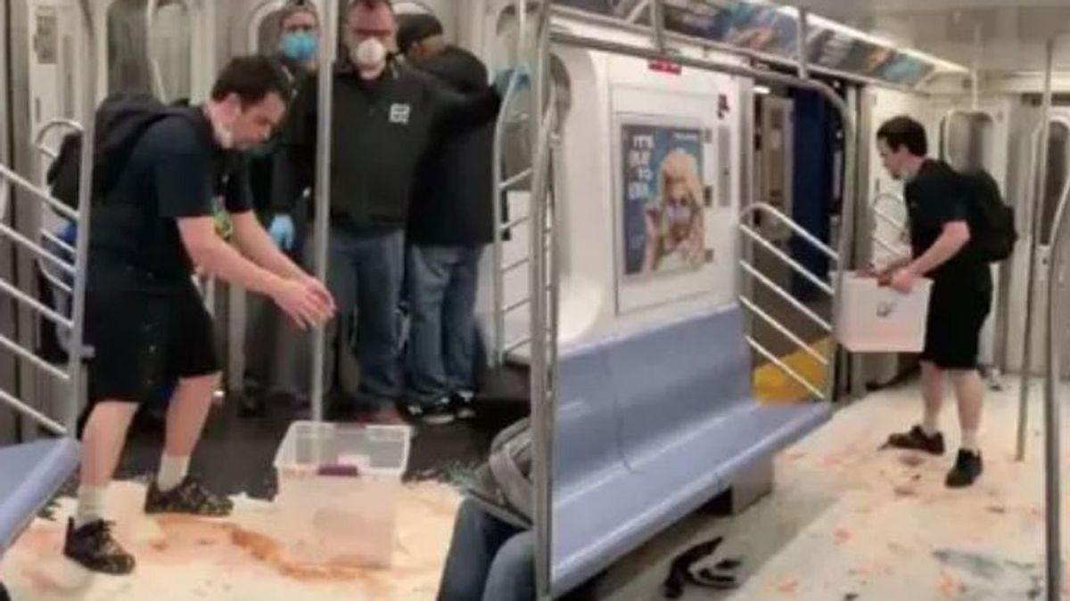 Un tiktoker es investigado por hacer una broma irresponsable en el metro de Nueva York durante la pandemia