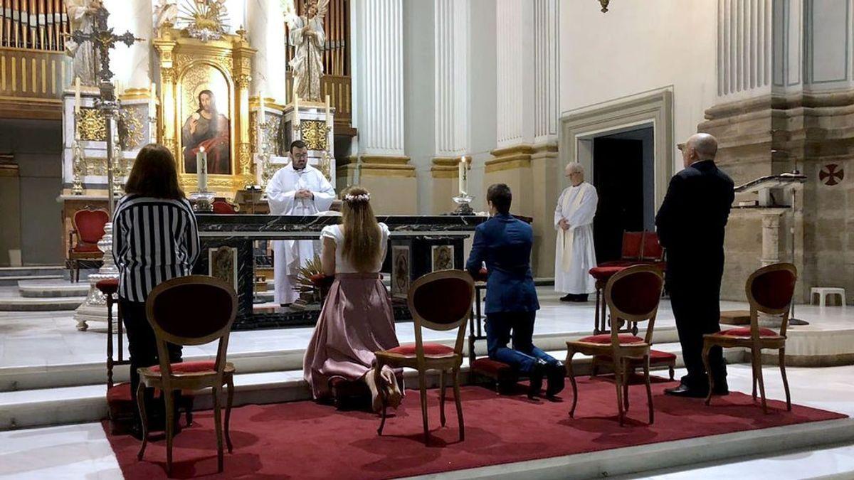 Boda en una parroquia en Oliva (Valencia) durante el estado de alarma