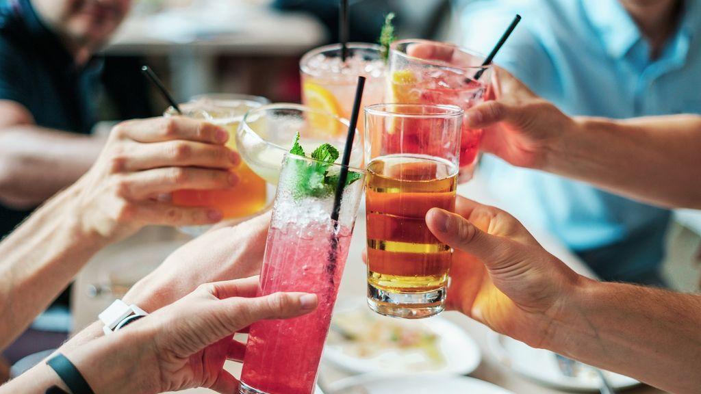 5 cócteles caseros que puedes preparar con agua con gas