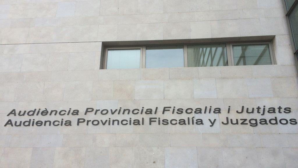 """Fiscalía investiga las pegatinas de """"PSOE asesino"""" con imágenes de mascarillas en Valencia"""
