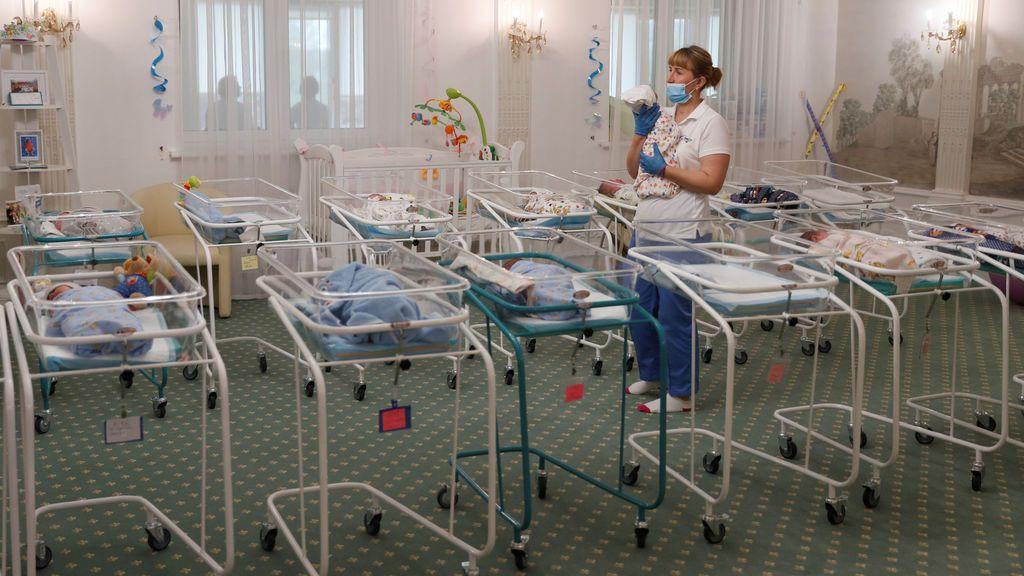 Bebés de gestación subrogada varados en Ucrania