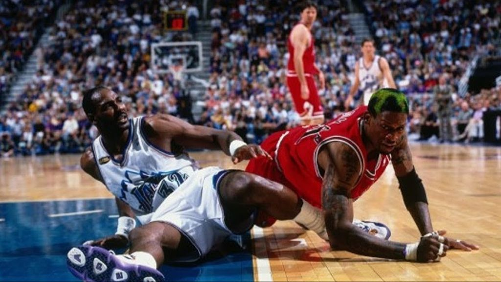 Rodman y Malone, enzarzados en pleno partido