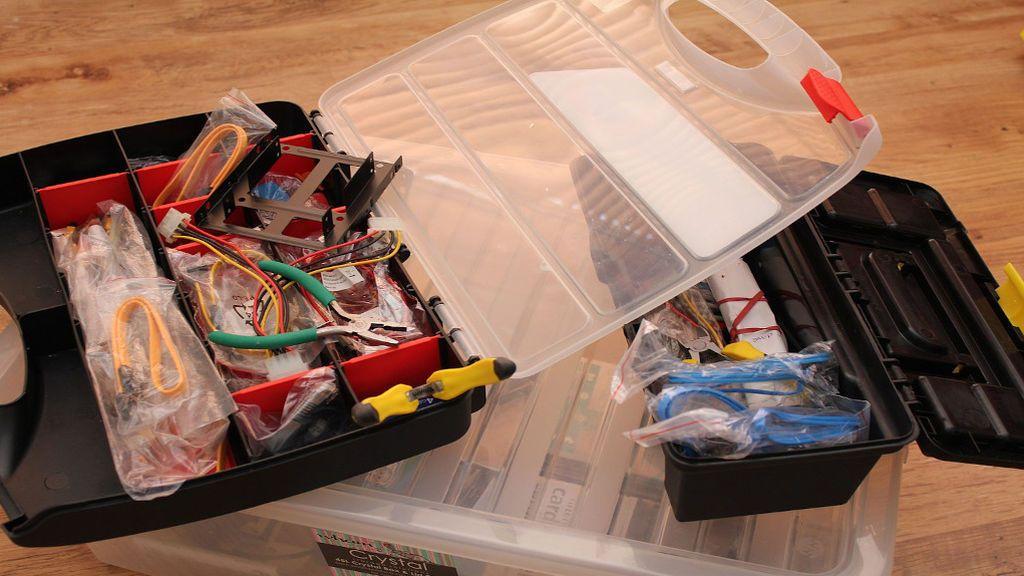 Por fin te lanzas al bricolaje: lo básico que debe tener tu primera caja de herramientas