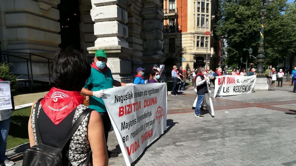 Una treintena de personas han participado en la protesta.