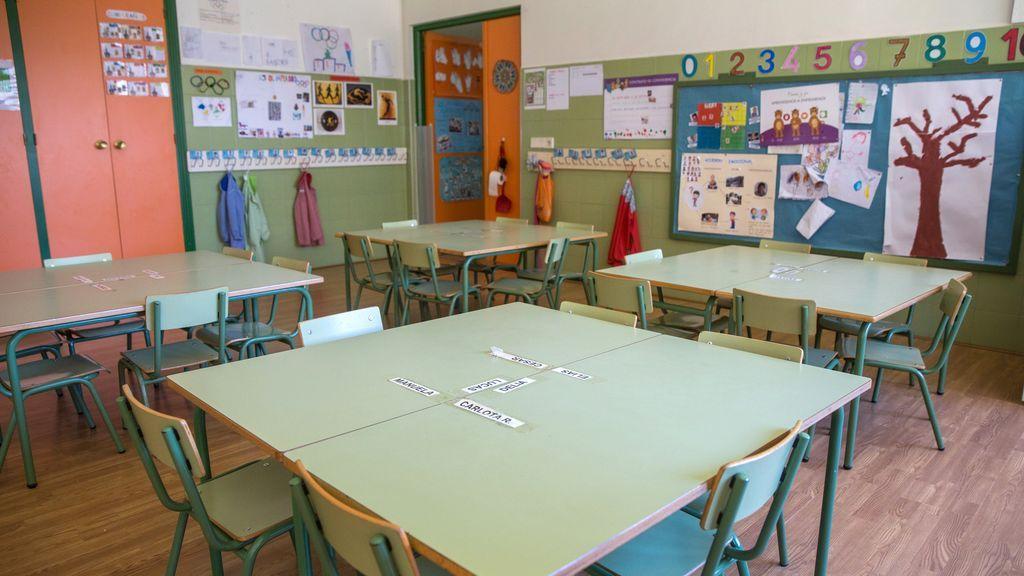 Aula vacía de un colegio en España