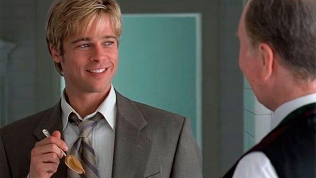 Brad Pitt en una de las escenas más famosas en '¿Conoces a Joe Black?'.