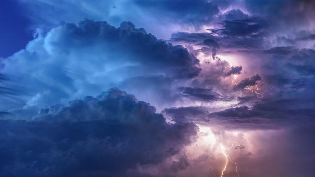 Nubes de evolución: se esperan tormentas veraniegas intensas por la tarde a causa del calor