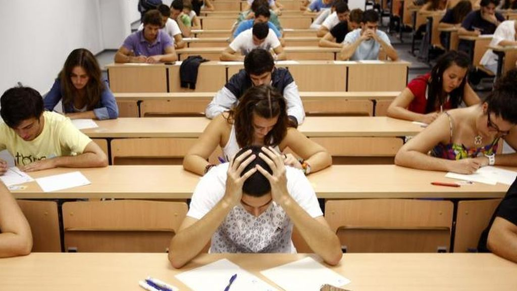 Educación y sindicatos docentes debaten hoy la desescalada en los centros