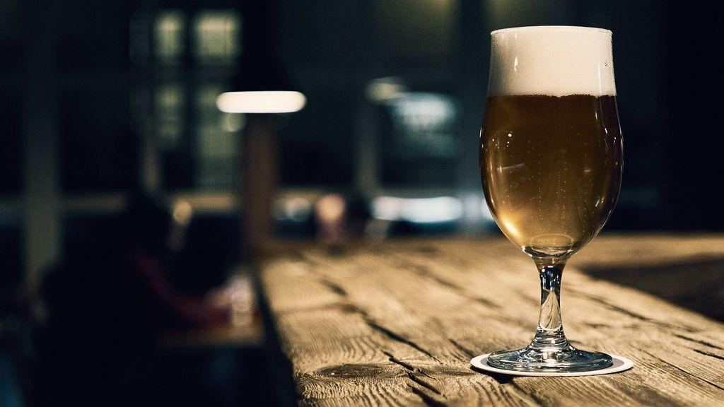 Bares y cerveza: la 'agüita amarilla' que calma la sed y ayuda a salvar el planeta