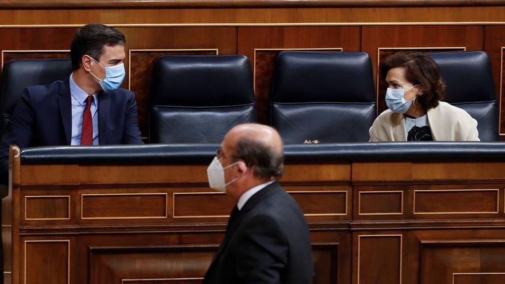 Sánchez y Calvo con mascarillas en el pleno