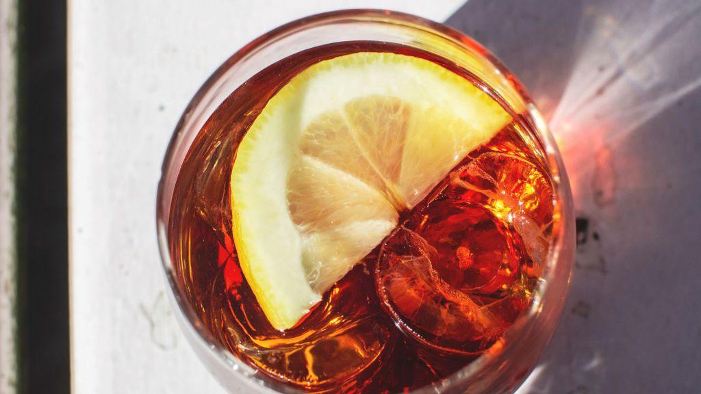 La hora del vermut: cinco aperitivos con los que combina perfectamente