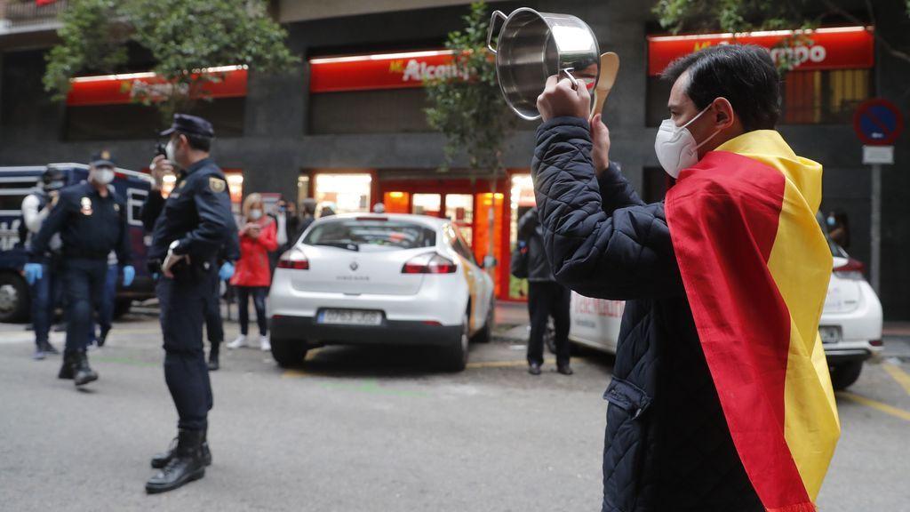La Policía trata de identificar a los organizadores de las caceroladas para multarles