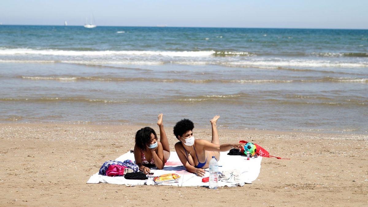 Mascarillas al sol: las playas y los bares se llenan de gente aprovechando el calor adelantado