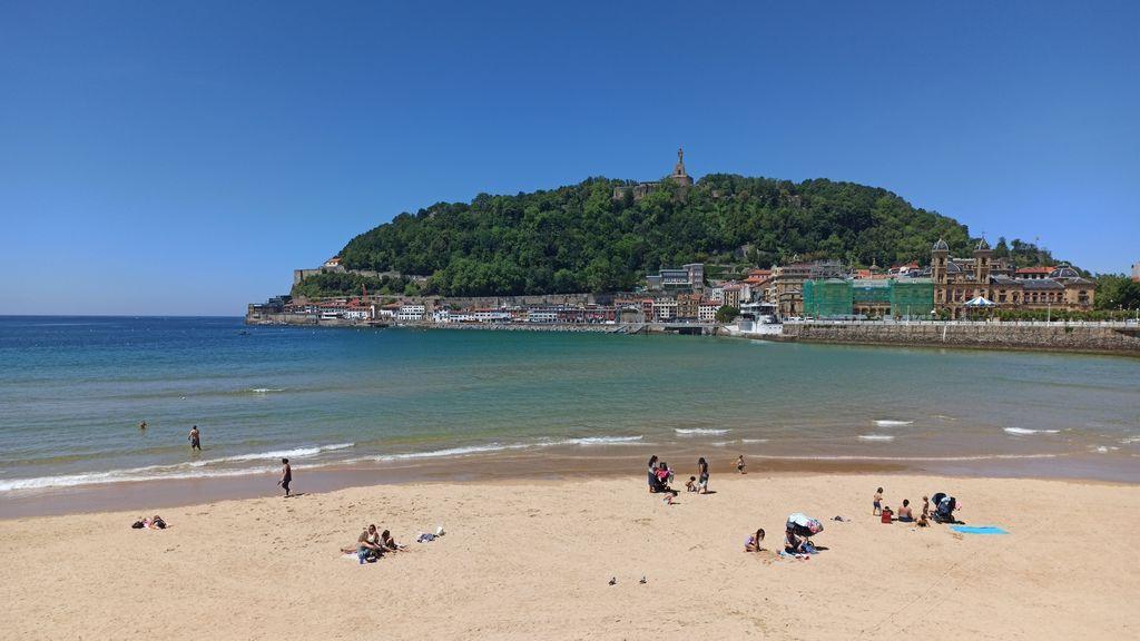 Reglas en las playas de País Vasco: estancias de no más de tres horas y toallas a dos metros de distancia