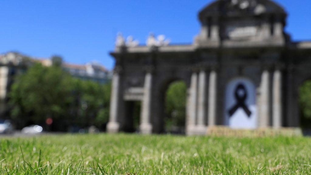 Los casos notificados por Madrid vuelven a subir, con 112 positivos, aunque las muertes diarias caen a 18