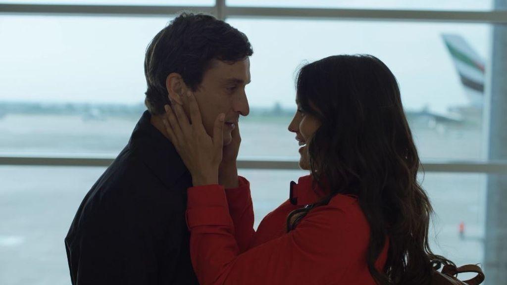 """Candela y Massimo protagonizan un romántico reencuentro en el aeropuerto de Praga: """"Creo que te quiero"""""""