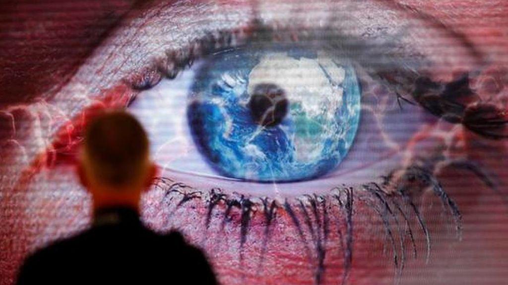 Crean un ojo artificial que supera la calidad de visión del humano