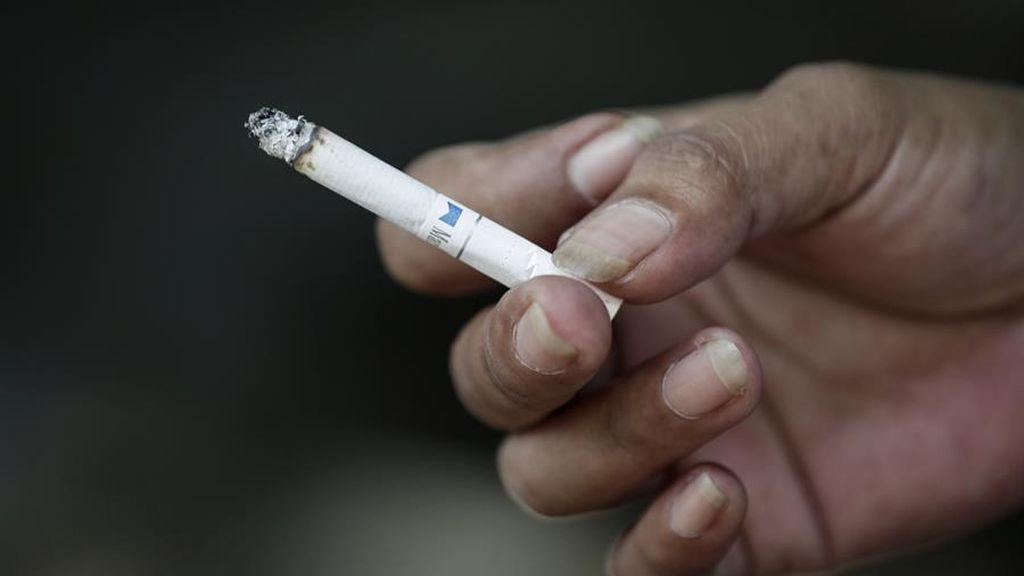 Neumólogos advierten de que fumar al aire libre aumenta el riesgo de contagio de coronavirus