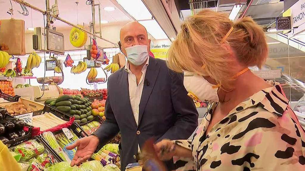 Lydia Lzano enloquece a Matamoros y al frutero haciendo la compra