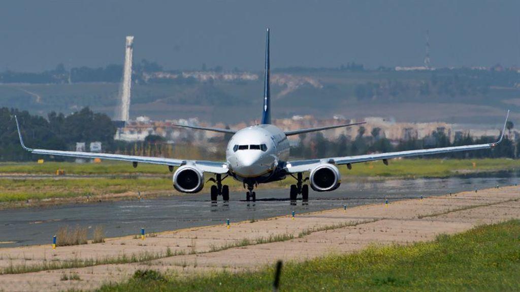 EasyJet reanudará algunos vuelos a partir del 15 de junio: tripulantes y pasajeros deberán llevar mascarillas