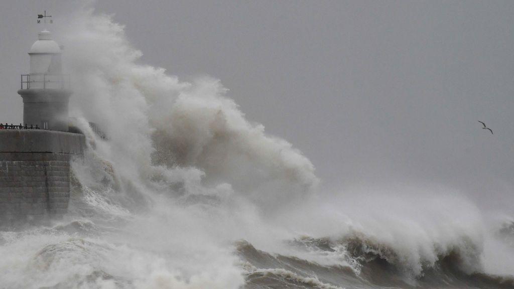 Ciclogénesis explosiva en el Atlántico: una potente borrasca se acerca a Europa