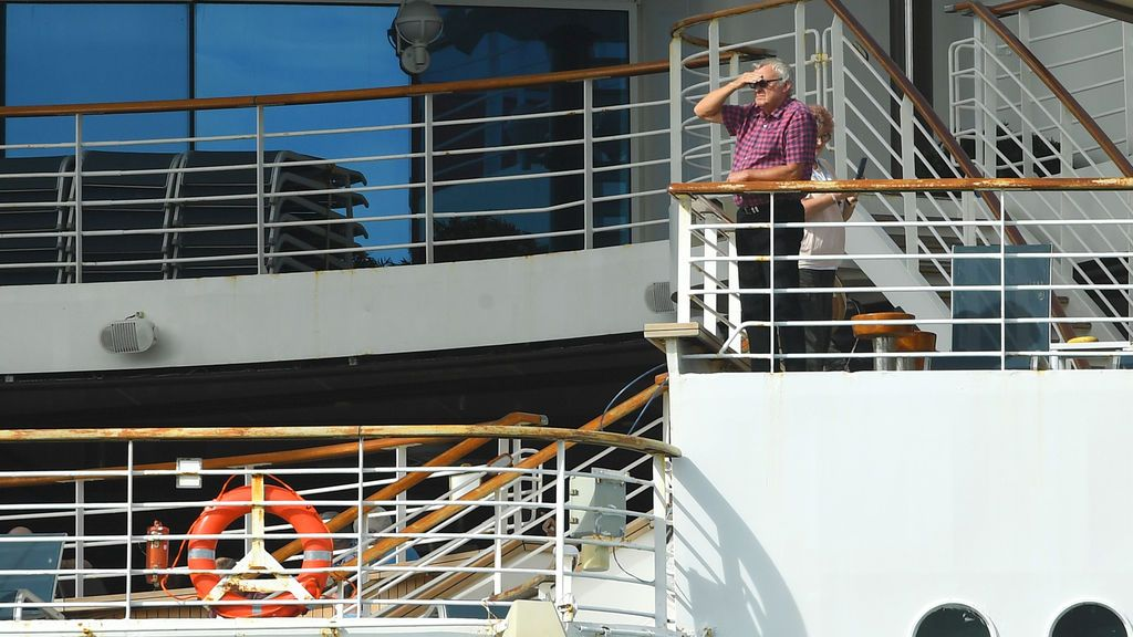 Un crucero con 400 personas, en cuarentena en Barcelona tras el positivo de una tripulante