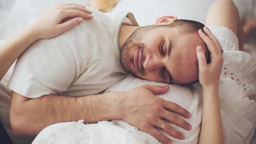 ¿Por qué los bebés tienen hipo dentro del útero de la madre?