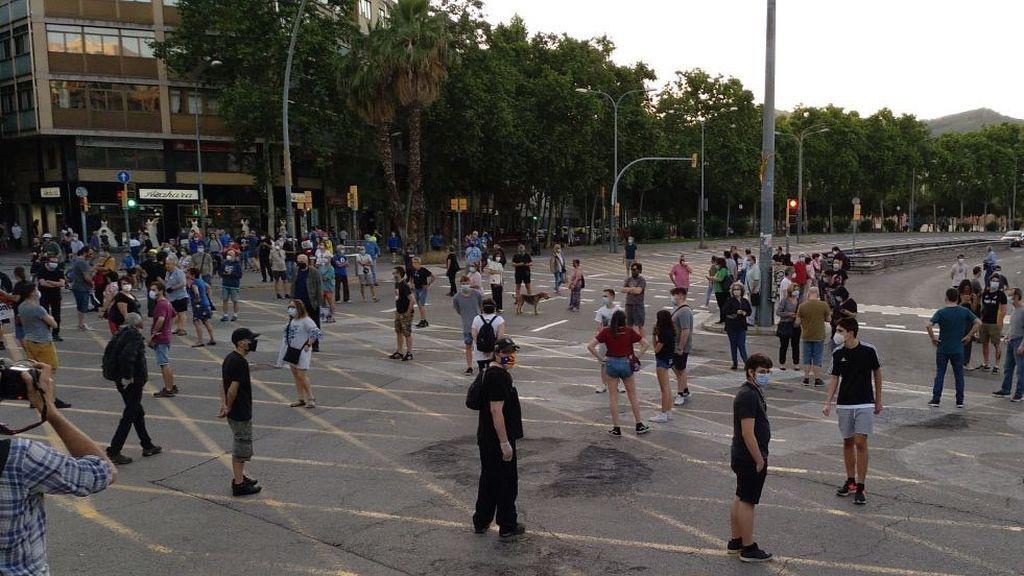 Un grupo de independentistas vuelve a cortar la avenida Meridiana de Barcelona